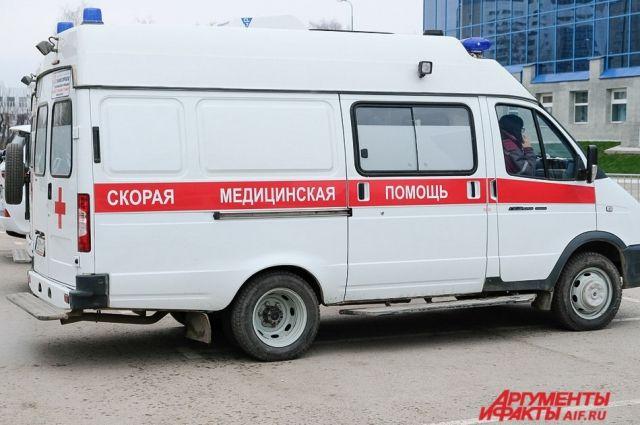 Водителя доставили в больницу с травмами.