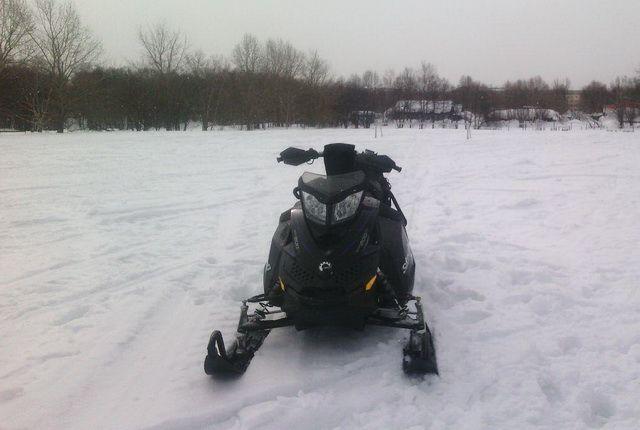 В Илекском районе двое подростков на снегоходе попали в ДТП.