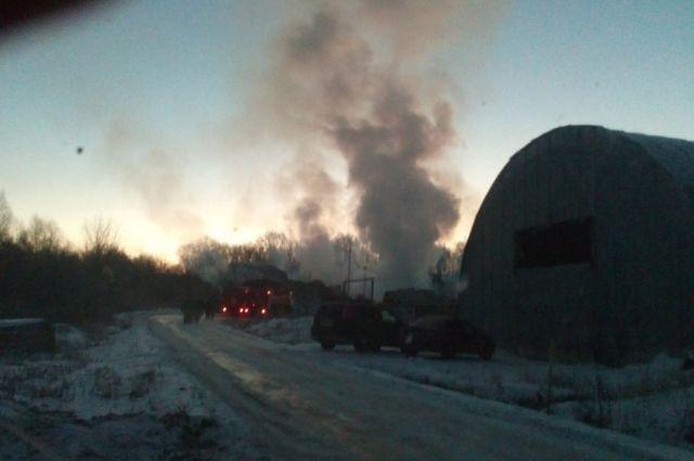 ВУфимском районе на100% сгорел железный ангар
