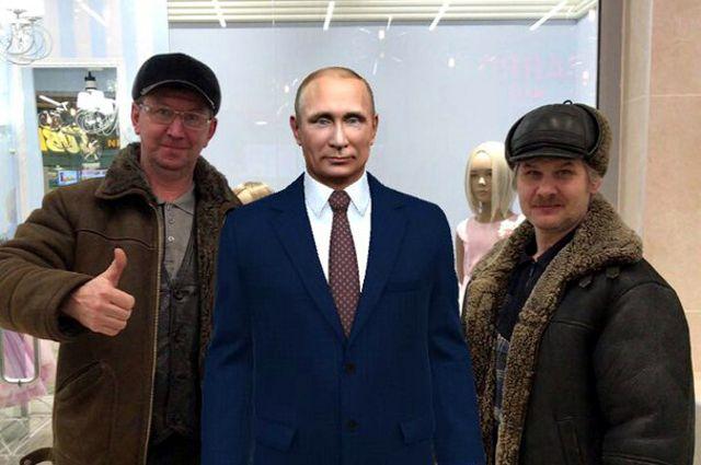 Тюменцы фотографируются с Путиным