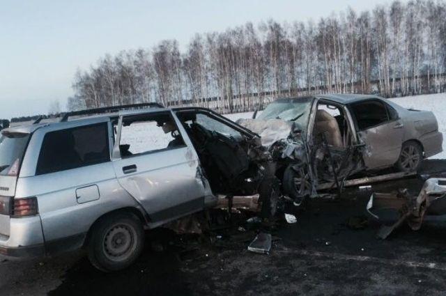 ВТатарстане столкнулись 4 автомобиля: два человека погибли, еще трое пострадали