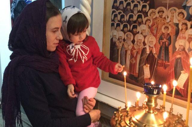 Рождественские богослужения в храмах начнутся около полуночи и продлятся до самого утра.