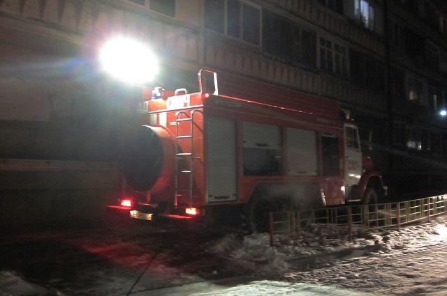 В Тюмени на улице Избышева в девятиэтажном доме произошел пожар