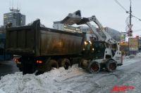 Больше всего снега убрали в Свердловском районе – 5,4 кубометров.