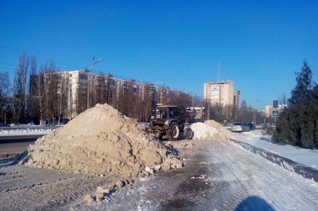 Неменее 150 снегоуборочных машин очищали улицы Воронежа