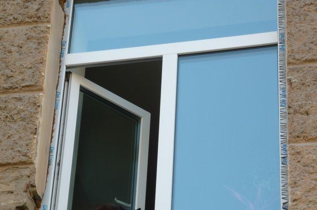 В Тобольске молодой человек выпал из окна больницы