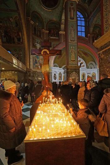 Всенощное бдение в кафедральном соборе Христа Спасителя в Калининграде в праздник Рождества Христова.