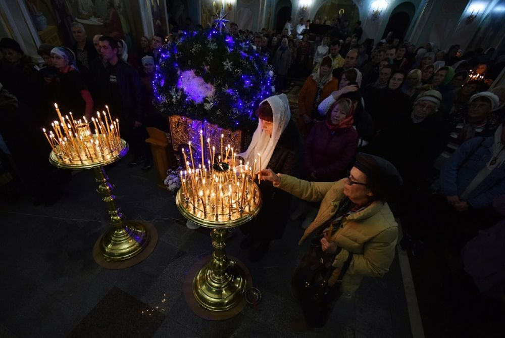 Рождественское всенощное бдение в Александро-Невском кафедральном соборе в Симферополе.