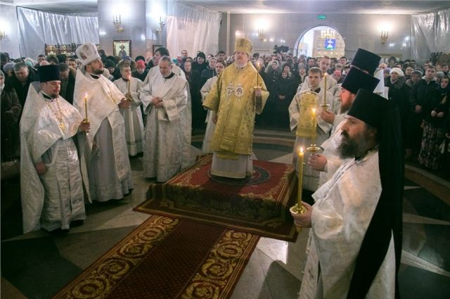 Почти 30 тысяч верующих посетили красноярские храмы в рождественскую ночь.