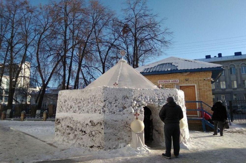снежные вертепы - подобие того, в котором более 2000 лет назад родился Спаситель