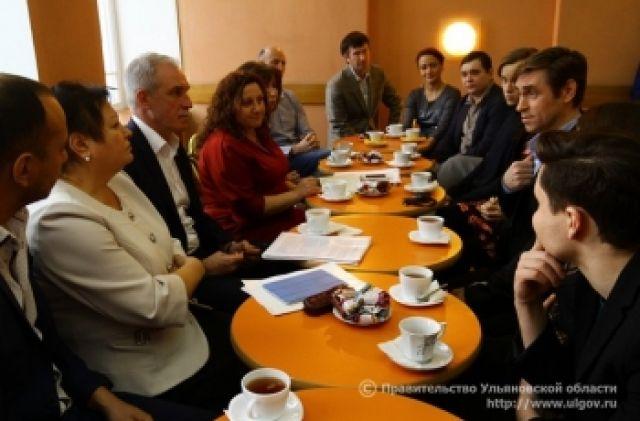 Встреча губернатора Морозова с труппой Молодежного театра 7 января.