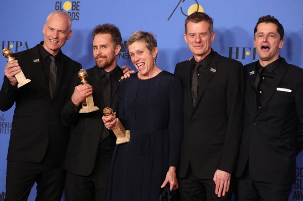 Лучший фильм — драма: «Три билборда на границе Эббинга, Миссури». Также статуэтку получила Фрэнсис Макдорманд в номинации «Лучшая актриса в драматическом фильме», Сэм Рокуэлл как лучший актёр второго плана и Мартин Макдонах за лучший сценарий.