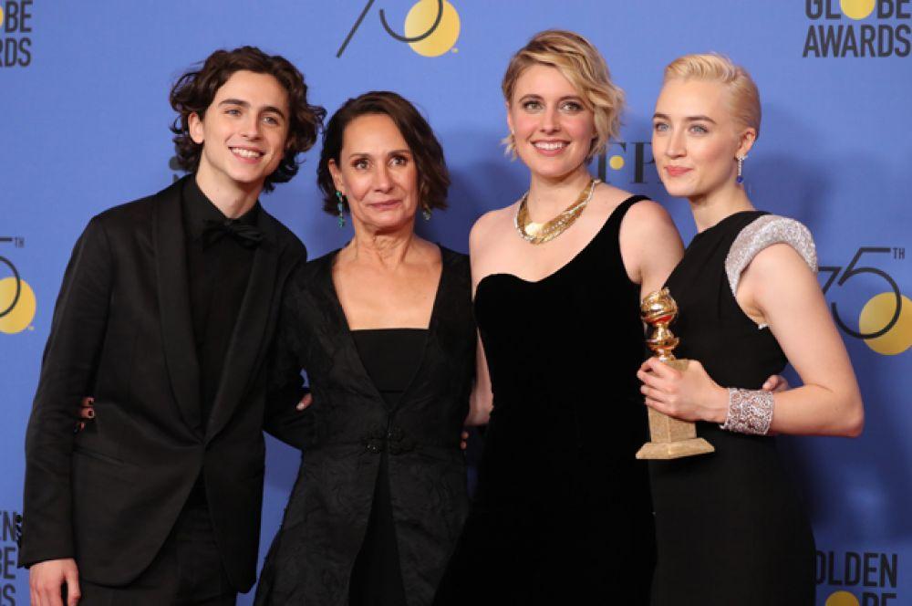Лучший фильм — комедия или мюзикл: «Леди Бёрд». В номинации «Лучшая актриса в комедии или мюзикле» победила Сирша Ронан (исполнительница роли Кристин Макферсон).