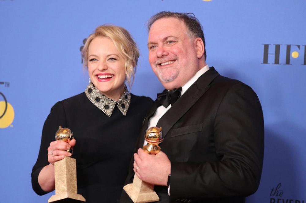 Лучший телевизионный сериал (драма): «Рассказ служанки». Элизабет Мосс получила награду за главную роль Джун.