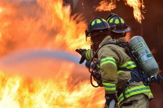 14 пожарных тушили огонь.