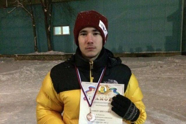 Кузбасский спортсмен занял первое место на чемпионате по ледолазанию.
