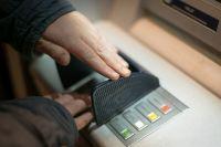 Из-за сбоя в работе банкомата кемеровчанин забрал чужие 40 000 рублей.