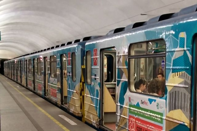 ВНовый Год иРождество петербургский метрополитен перевёз 250 тыс. человек