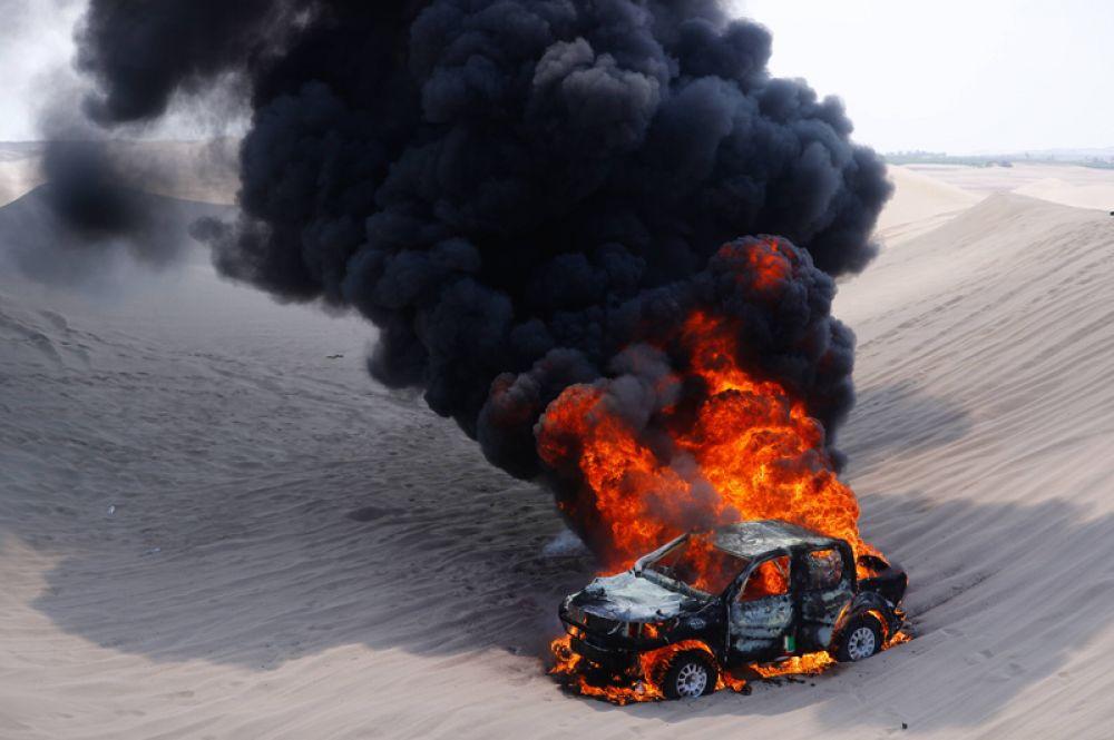 Автомобиль аргентинской гонщицы Алисии Рейны загорелся на третьем этапе ралли «Дакар» между городами Писко и Сан-Хуан-де-Маркона, Перу.