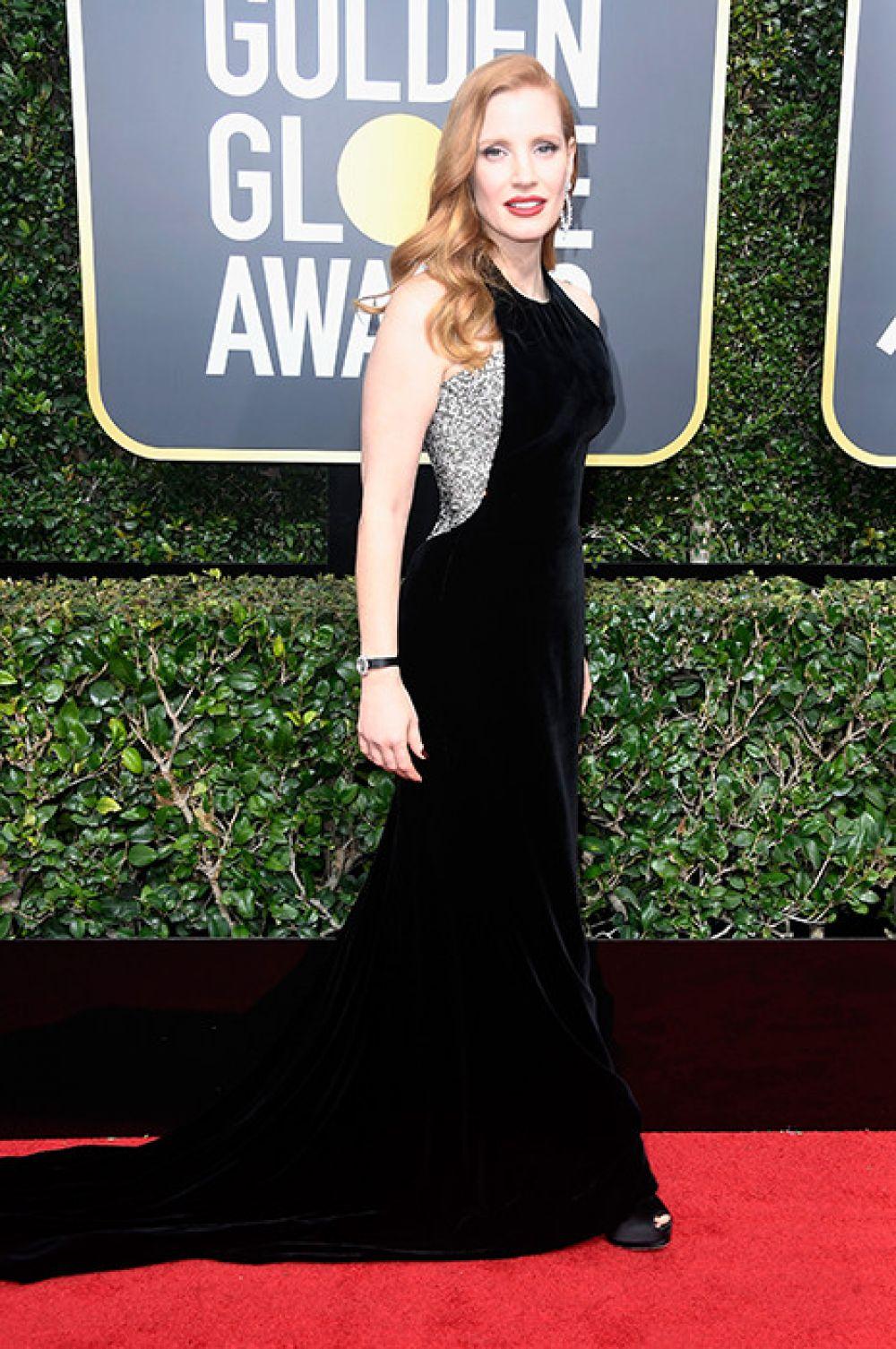 Джессика Честейн одела очень эффектное длинное платье в пол, которое только подчеркнуло ее изысканную фигуру.