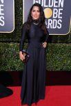 Сальма Хайек вырала неудачный наряд, тем более неуместное украшение и вульгарный макияж сыграли злую шутку с актрисой на красной дорожке.