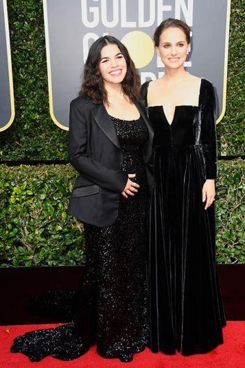 Натали Портман в готическом велюровом платье и беременная Америка Феррера.