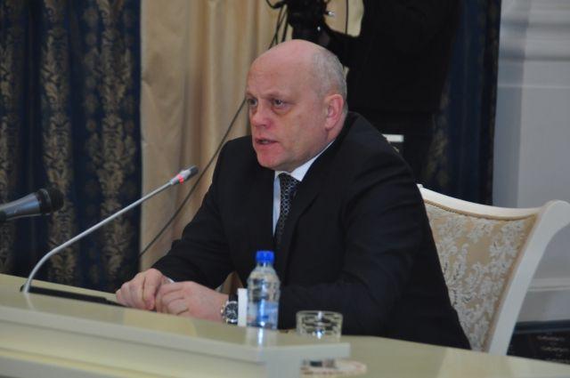До назначения губернатором Омской области Виктор Назаров являлся депутатом регионального парламента.