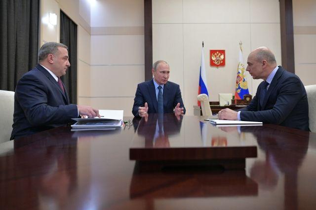 Президент РФ обсудил сминистрами госпрограмму оснащения частей МЧС