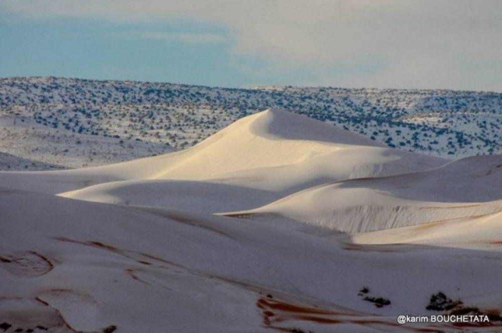 Поэтому то, что снег густым слоем покрыл практически всю территорию пустыни, можно считать аномальным явлением.