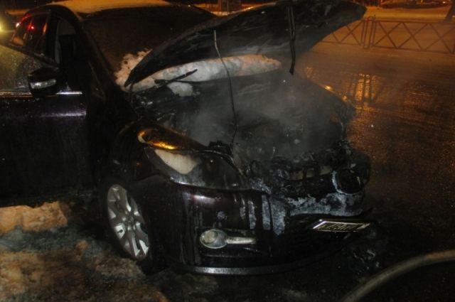 ВЯрославле сгорел автомобиль Мазда  CX-7