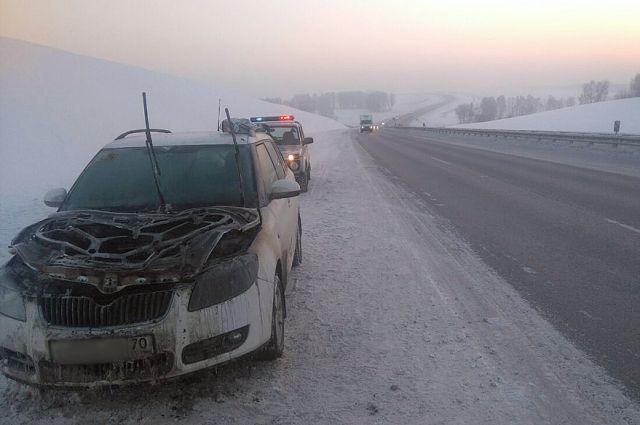 В морозные выходные инспекторы ДПС на дорогах области спасли не меньше 20 человек.