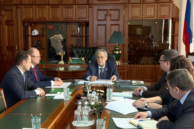 В Кемеровской области обсудили ситуацию  на рынке труда.