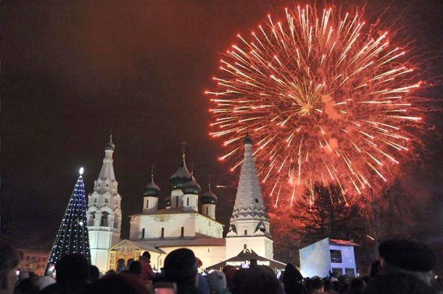 Фейерверк над Ярославлем украсил новогоднюю ночь.