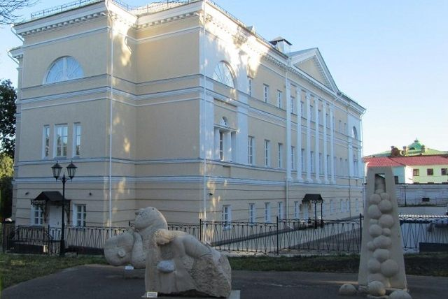 Экскурсии будут проходить в Губернаторском доме.