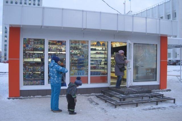 Так выглядит автобусная остановка-магазин в Архангельске...