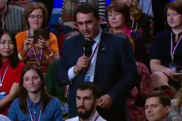 Алексей Серебренников стал известен после того, как задал вопрос Владимиру Путину во время медиафорума ОНФ в апреле 2017 года.