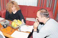 Алла Пугачева и Владимир Полупанов во время интервью в гостинице «Балчуг Кемпински», где она жила, пока разводилась с Филиппом.