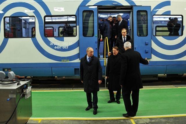 10 января Президент России Владимир Путин ознакомился с электропоездом городского типа ЭГ2Тв «Иволга»