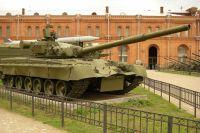 Танк Т-80Б в Артиллерийском музее Санкт-Петербурга.