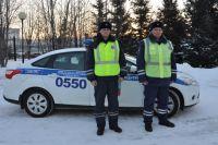 Инспекторы ДПС: лейтенант полиции Андрей Лиханов и лейтенант полиции Денис Волков