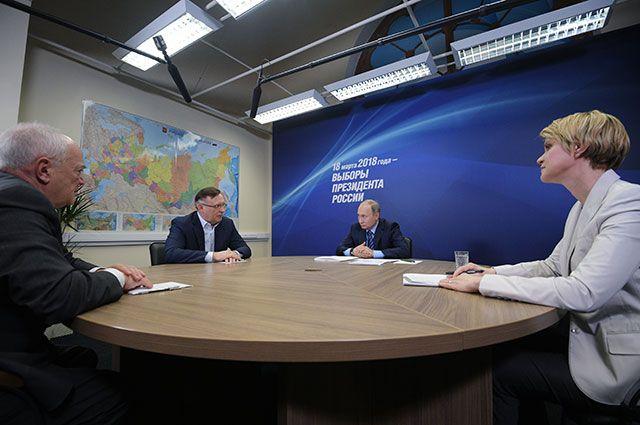 Владимир Путин на первом заседании своего предвыборного штаба.
