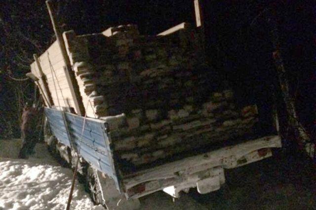 ВБашкирии шофёр КамАЗа умер при столкновении сдеревом
