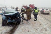 Водитель легкового автомобиля получил серьёзные травмы.