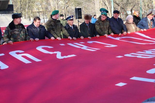 Праздничный митинг прошёл вКизляре врамках патриотического автопробега