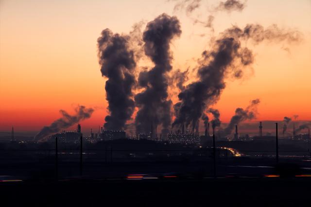 Воздух в Омске в декабре был сильно загрязнён.
