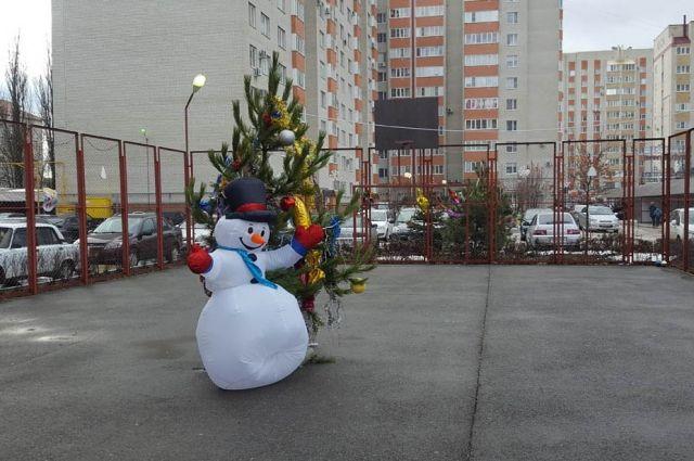 Вукрашенных лучше всех дворах Ставрополя прошли новогодние игровые программы