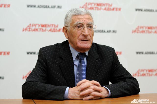 Казбек Ачмиз.