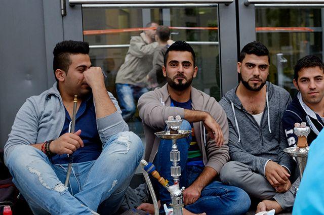 Беженцы с Ближнего Востока в Гамбурге.