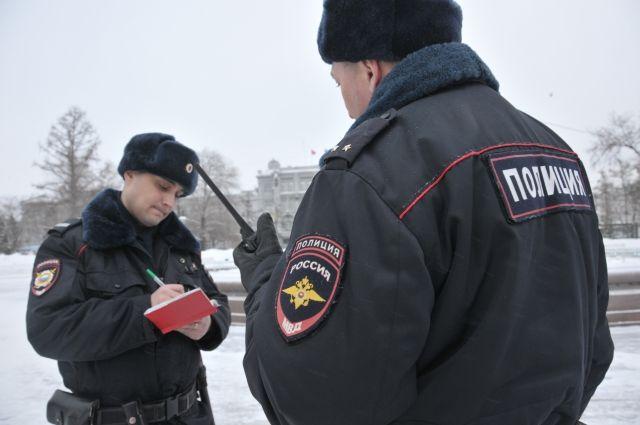 Полицейские разыскивают подозреваемых в совершении кражи.