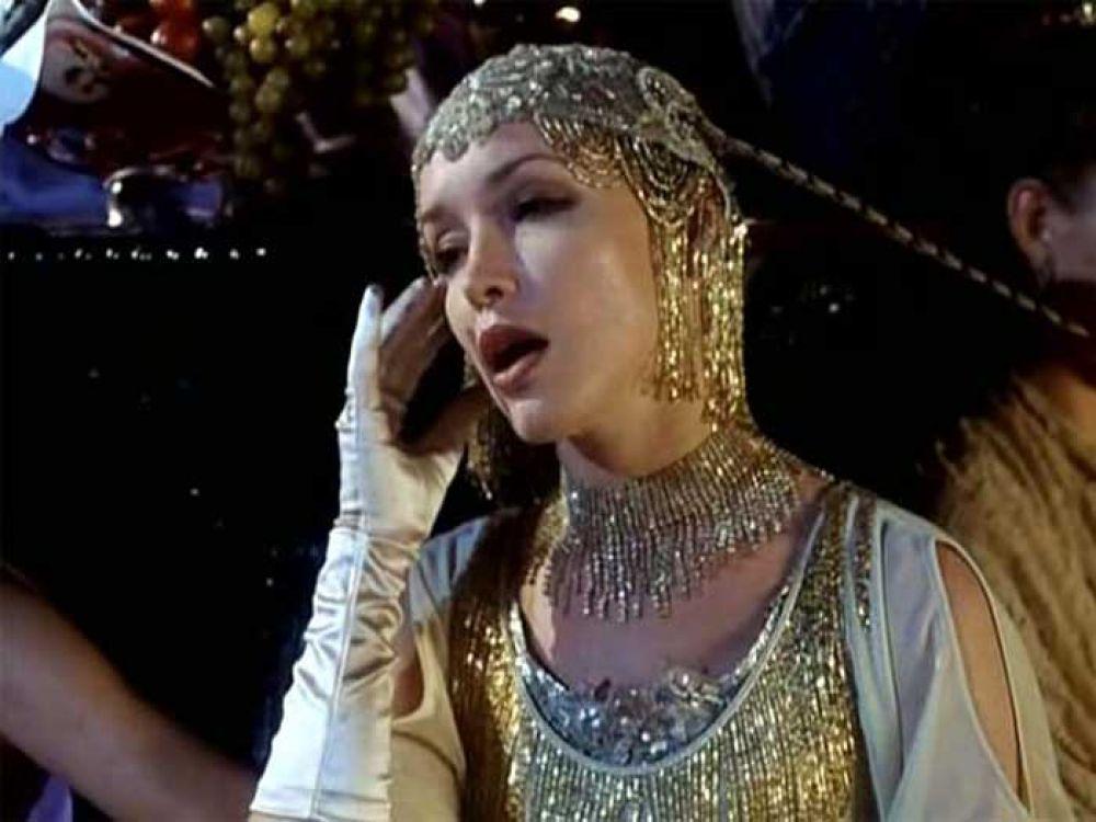 В фильме «Китайский сервиз» (1999) Самохина запомнилась в роли певицы Зинаиды Волошиной.